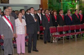 Tambien estuvo el congresista de la Región Loreto, Víctor Islas Rojas a la derecha de la consejera Nelly Tang.