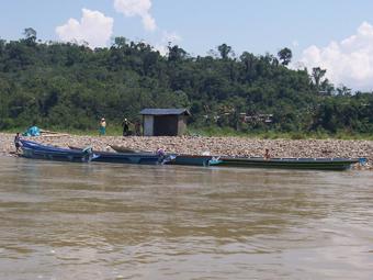 Comunidad en la cuenca del rio Ene