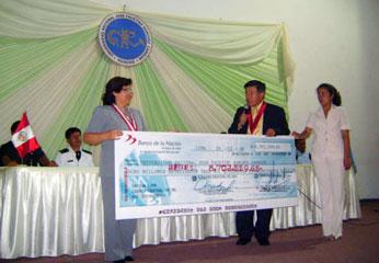 entrega simbólico de  cheques