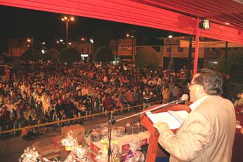 Alcalde dirigiendose a su pueblo