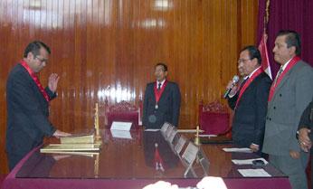 Juramentación del Presidente de la Corte Superior del Distrito Judicial de Huaura, doctor Víctor Mosqueira Neyra.