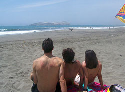 Turistas en playa de Vegueta