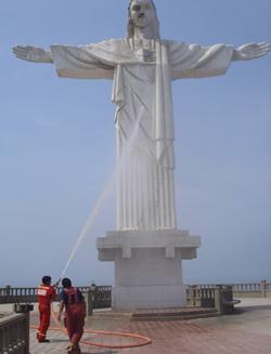 Cristo Redentor en playa de Barranca