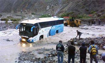 Omnibus Estrella Polar quedó atrapado.