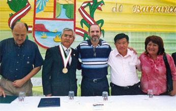 Premier al medio lado derecho Ing. Chui a su costado alcaldesa de Huarochiri y al lado izquierdo alcalde de Barranca Romel Ullilen y Vice Ministro de Transporte