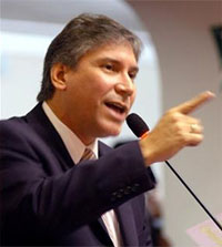 Aurelio Pastor, Presidente de la Célula Parlamentaria APRISTA.