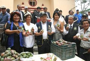 Chui participó del II Festival Internacional de la Tuna en el distrito de San Bartolomé, junto a la alcaldesa provincial de Huarochirí, Rosa Vásquez Cuadrado.