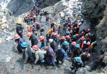 Avalancha de lodo y piedras derrumbó cerro sobre un pueblo entero en Puno.