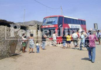 El bus Horna se incrustó con la parte frontal de una vivienda.