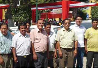 Dirigentes de Confianza Perú, con el Dr. Vicente Sánchez.