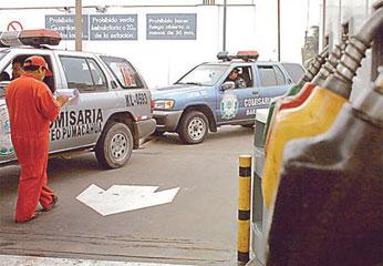 Foto Diario Correo: 25 magistrados allanan 15 grifos en Lima y descubren serias irregularidades