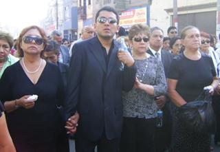 Esposa, hijo recien llegado de Italia y familiares de Empresario Huaralino
