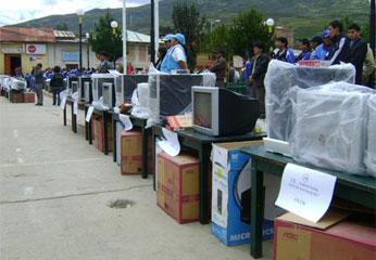 Instituciones educativas de Oyón, se beneficiaron con computadoras.