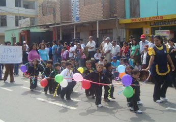 Desfile cívico escolar.