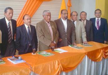 Alcalde de la Provincia de Huaral y representantes de la Universidad mayor de San Marcos.