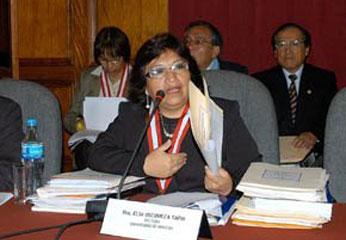 Rectora de la U.N.J.F.S.C Elsa Oscuvilca. Foto Huacho Info.