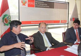 Presidente del Gobierno Regional de Lima Nelson Chui Mejía, con el Viceministro de Transportes y Comunicaciones,   José Nicanor Gonzáles.