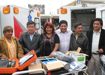 Autoridades en entrega de ambulancias en Chilca