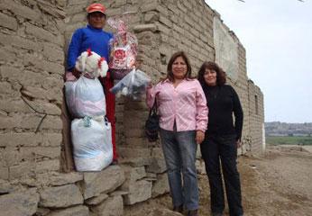 El Comité de Damas  apoyó con nutrida canasta de víveres y prendas de vestir a  humilde familia.
