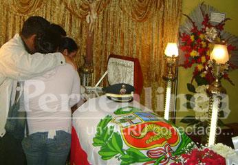 En Velatorio, familiares lloran su partida. Foto: R. La Chira.