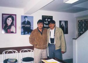 Izquierda Juan Carlos Hurtado Locutor reconocido de los Ochentas, formó parte de Z Rock and Pop en sus inicios Foto:Archivo derecha Michael Ernesto (reportero) instalaciones de la radio