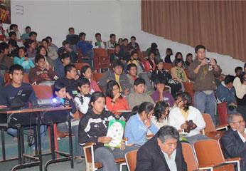 Universitarios de la UNJFSC.