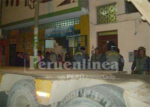 La Sunat acompañados de efectivos policiales.