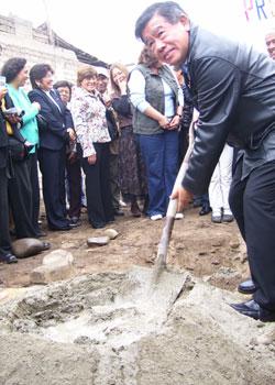 Colocación primera piedra albergue
