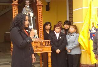 """Familiares recibieron de manos de autoridad municipal """"Medalla Cívica de la Ciudad"""""""