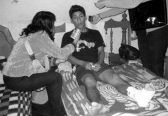 Jhon Bayona, con herida de bala en el tobillo.