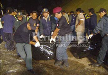 Foto archivo: rescate de los cuerpos calcinados.