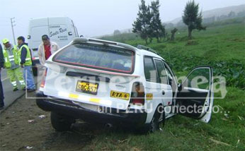 El vehículo station wagon color blanco de placa SOG-657 de la Empresa Eclipse Tours