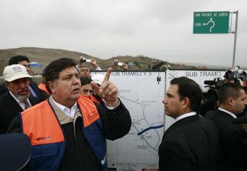 Presidente Alan García y el alcalde de Cañete.