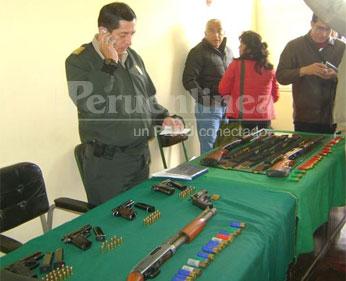 El material de guerra y de uso civil consistente en 3 retrocargas abastecidas, 4 pistolas 9 milímetros y un revolver calibre 38 fueron recuperados por la policía