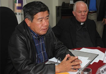 El presidente regional, Nelson Chui, y el obispo de Huaura, Antonio Santarsiero.