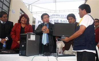Entrega de equipos de cómputo para los puestos de salud de Huarochirí.