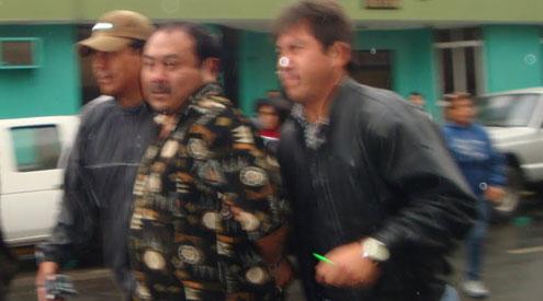 Mientras que familiares del arrestado denunciaron cobros de cupos por malos policías