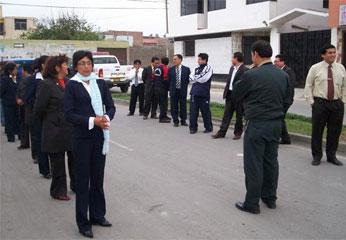 Personal de UGEL N° 16 ensayando para el desfile.