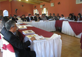 Mesa de trabajo presidida por el dr. Luís Alberto Vásquez Silva, Jefe de la ODECMA de la Corte de Huaura.