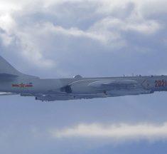 Tensión en Asia : Beijing envía 18 aviones de combate y bombarderos al Estrecho de Taiwán mientras EE.UU aumenta el apoyo a la isla